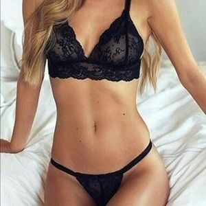 NWT- SEXY BLACK LINGERIE BRALETTE AND PANTY SET S